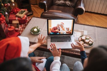 """Families Can Still """"See"""" Each Other Virtually During the Holiday Season"""