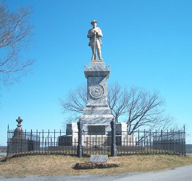 Statues Honoring Confederate Figures Remain on Display